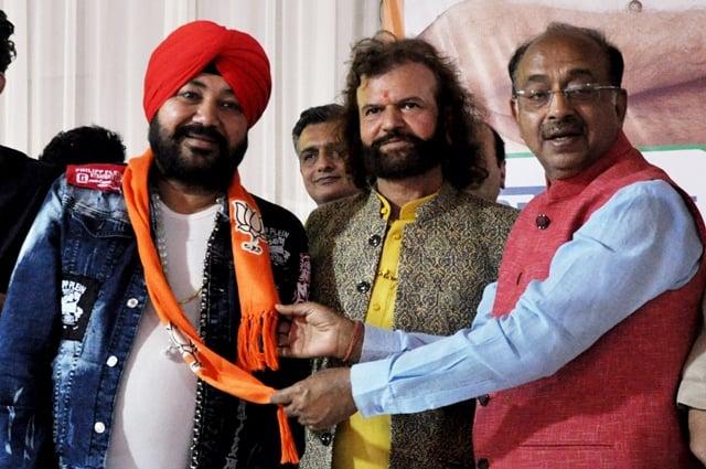 Hans Raj Hans And Vijay Goel