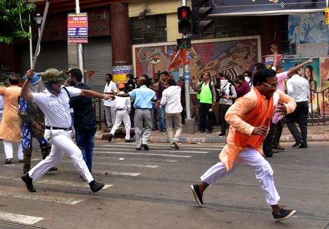 Kolkata Police Lathicharge
