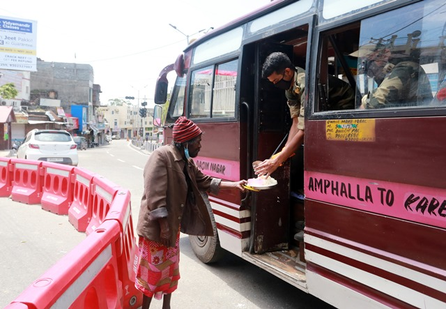 Jammu Police Provide Relief Food